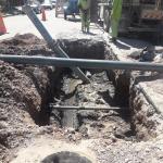 Aguas Rionegrinas culpó al municipio de Roca de romper un caño de cloacas